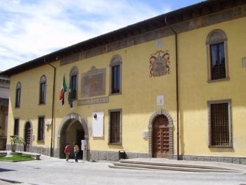 Facciata del Palazzo comunale di Rovato con l'ingresso principale.